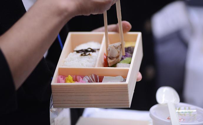 根菜たっぷりの冷製野菜スープが好評!食べごたえ満点の美食弁当